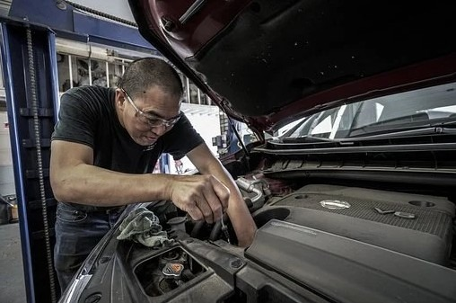 Checking Your Car Oil Levels